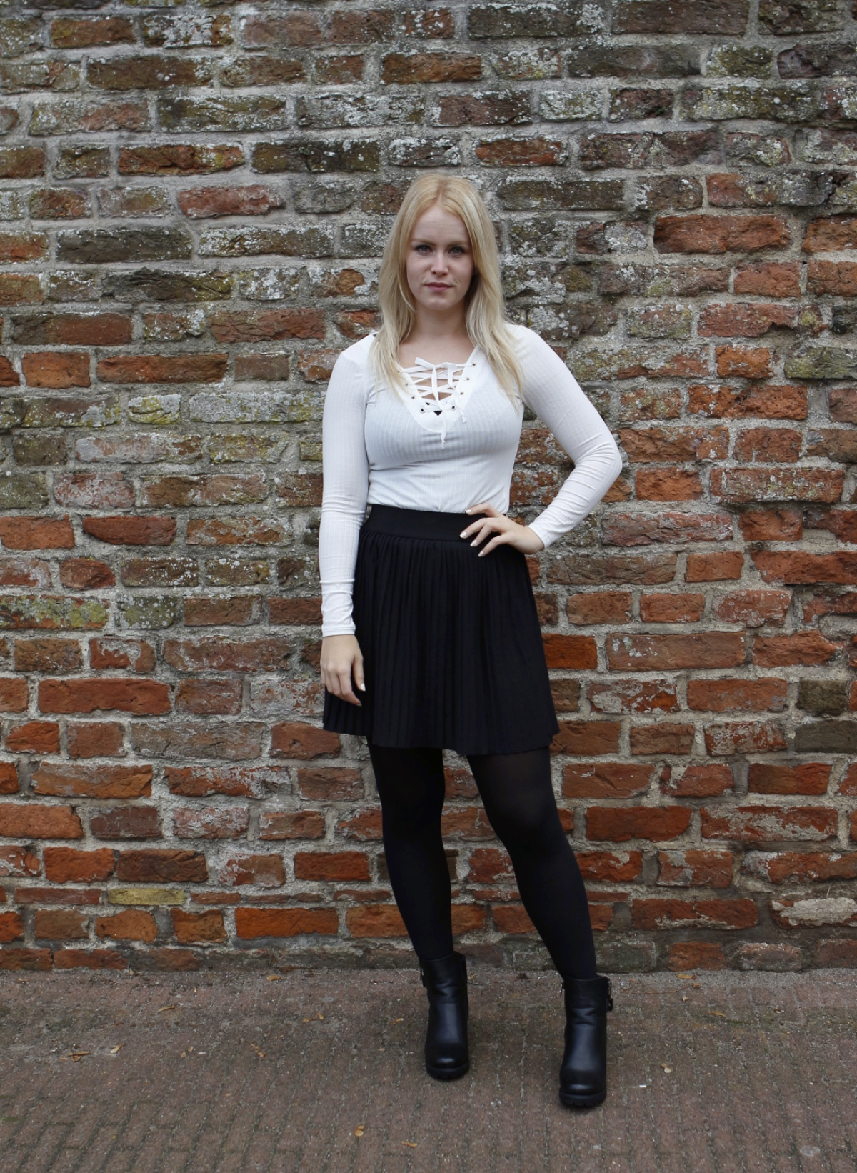 Rebecca Denise outfit post