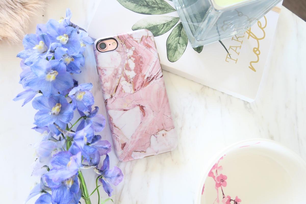iphone flatlay tumblr inspiration