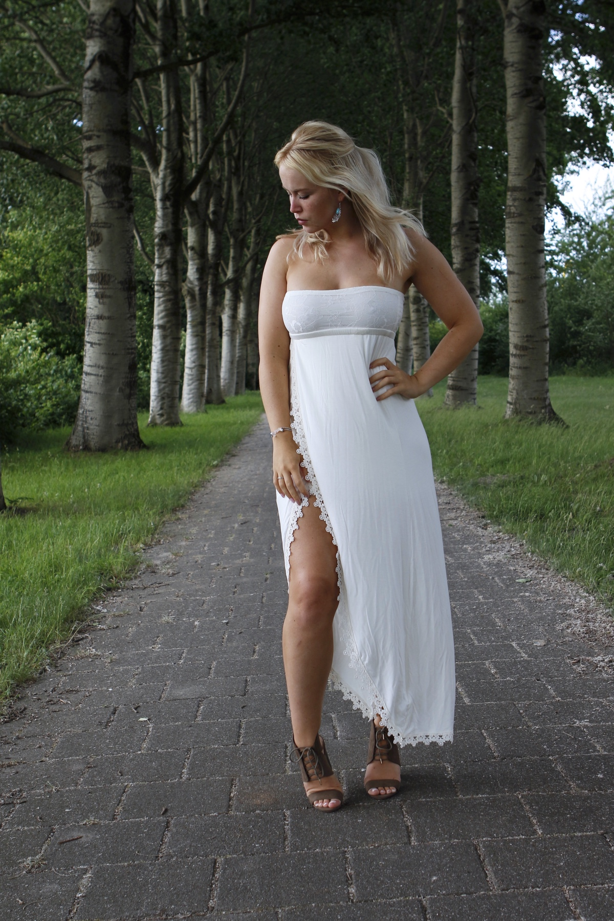 witte strandjurk outfit details