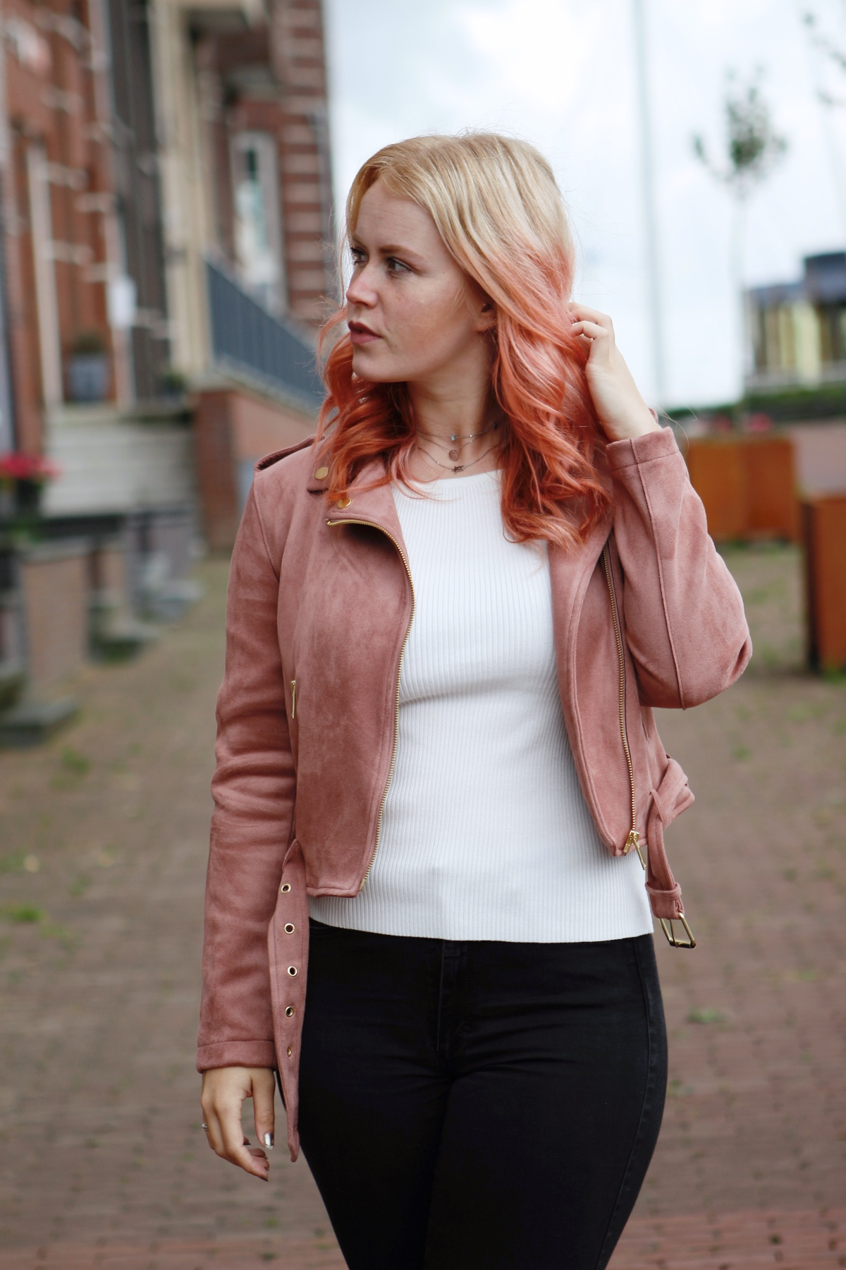 outfit inspiration with pink hair