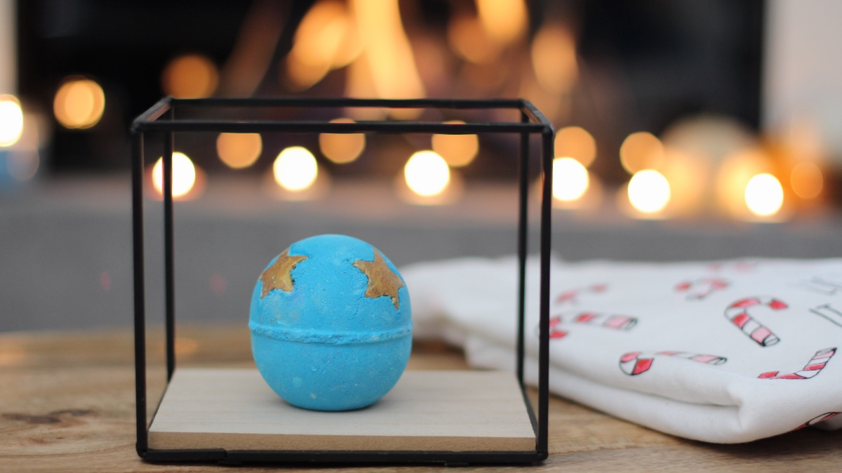 Shoot for the stars ★ Lush bathbomb review